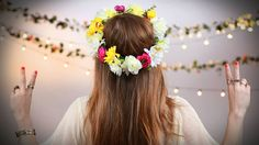 We love any excuse to wear a flower crown, and with all these Summer music festivals, we couldn't think of a better time to make our own. With this simple DIY, Diy Flower Crown, Diy Crown, Flower Crowns, Summer Flowers, Diy Flowers, Paper Flowers, Music Festival Fashion, Music Festivals, Fashion Music