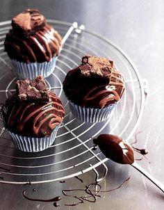 """Resultado da receita de cupcake de brownie e fudge; os médicos terão que recomendar """"cadeado"""" aos olhos"""