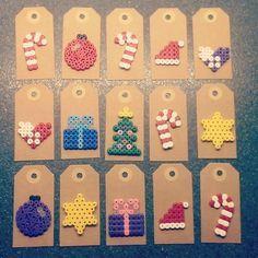 Christmas gift tags with perler beads Hama Beads Design, Diy Perler Beads, Hama Beads Patterns, Perler Bead Art, Beading Patterns, Pearler Beads, Christmas Gift Tags, Christmas Crafts, Christmas Patterns