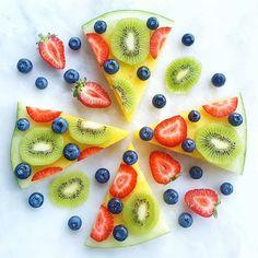 Der perfekte Snack für das heiße Wetter gerade! Die Wassermelonen Pizza von @rawveglife ist wunderbar frisch und lecker! #gesundessen #obst #gesundersnack