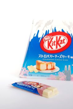 Om Nom Nomad - Strawberry Cheescake Kit Kat
