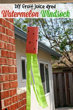 Are your kids helping you garden? Help them make this cute DIY Fruit Juice Dyed Watermelon Windsock! This kids craft is easy for toddlers and preschoolers to help you.