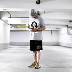 "989 curtidas, 20 comentários - jaybeez (@jaybeezishangintough) no Instagram: ""today's #outfitgrid #RaisedByWolves herringbone baseball jersey | #NorseProjects ro shorts |…"""