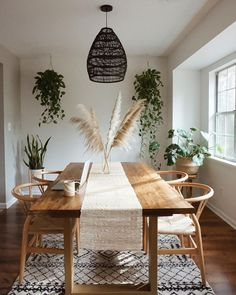 Coastal Home Interior Live Edge Slaon Dining Table feat. Wild pampas grass via Home Interior Live Edge Slaon Dining Table feat. Wild pampas grass via Dining Room Table Decor, Dining Room Design, Dining Room Furniture, Living Room Decor, Kitchen Dining, Dining Table Decorations, Furniture Sets, Boho Kitchen, Room Decorations