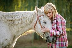 Know someone with an ill or aging horse? Shelley Paulson will do a remembrance photo shoot with them and their horse