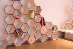 Hexy Wall: Adaptable Magnetic Geometrical Storage