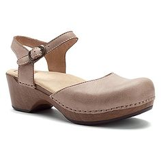 You'll always come out on top in the Dansko Sam clog sandal. This women's  closed-toe sandal boasts a supple, full grain leather upper with an  adjustable ...