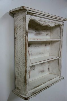 Shabby style wall shelf primitive wall shelf by LynxCreekDesigns Primitive Furniture, Country Furniture, Country Decor, Rustic Decor, Wooden Projects, Furniture Projects, Diy Furniture, Wall Shelf Decor, Wall Shelves