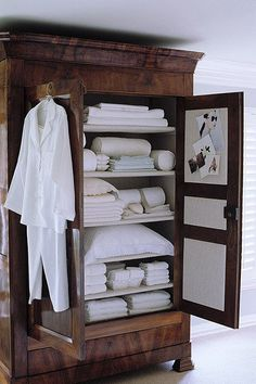 Ff Home Decor LOVE the use of an armoire for storage of linens and other items.Ff Home Decor LOVE the use of an armoire for storage of linens and other items. Muebles Shabby Chic, Linen Cupboard, Bed In Closet, Linen Storage, Bath Storage, Sheet Storage, Bedding Storage, Storage Trunk, Towel Storage