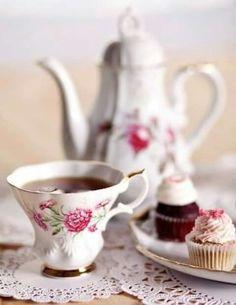 Tea Time with Chocolate Cupcakes Coffee Set, Coffee Time, Tea Time, Vintage Tea, Vintage China, Vintage Style, Momento Cafe, Café Chocolate, Chocolate Cupcakes