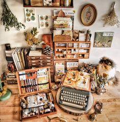 Famous Last Words Art Studio Design, Art Studio Decor, Art Studio Room, Atelier Photo, Studio Organization, Organization Ideas, Art Desk, Dream Studio, Space Crafts