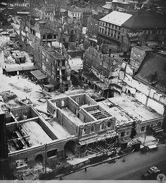 Odbudowa zniszczonej południowej pierzeji Rynku, w tle widać zniszczoną zabudowe ulicy Ofiar Oświęcimskich.1950