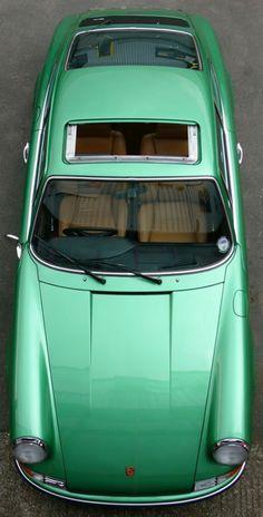 Jersey / Vintage Porsche 911 - Green Emerald - The color of 2013 by Pantone Porsche 356, Porsche Cars, Porsche Carrera, Ferdinand Porsche, Volkswagen, Vintage Porsche, Vintage Cars, Vintage Sport, Retro Cars