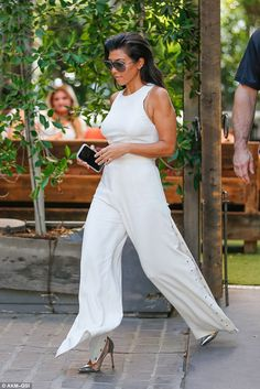 Kourtney Kardashian looks slick in white jumpsuit filming KUWTK in Woodland Hills Kourtney Kardashian, Estilo Kardashian, Kardashian Style, Kardashian Jenner, Casual Outfits, Cute Outfits, Fashion Outfits, Dinner Outfits, Look Street Style