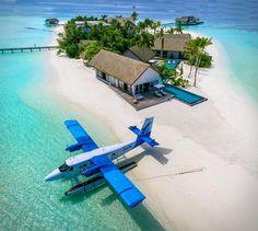 Maldivler'deki Özel Adanız Four Seasons Maldives Private Island Vacation Places, Vacation Destinations, Dream Vacations, Vacation Spots, Places To Travel, Places To Visit, Maldives Vacation, Phuket, Photos Voyages