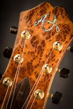 pearl in the headstock gold tuners