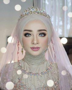 Bridal hijab wedding veils ready to wear 39 Best ideas Muslimah Wedding Dress, Muslim Wedding Dresses, Muslim Brides, Bridal Hijab, Hijab Bride, Wedding Veils, Wedding Bride, Wedding Cakes, Wedding Hijab Styles