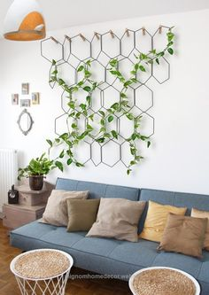 6 Ways To Include Indoor Vines In Your Interior Schicke Kletterwand für Zimmerpflanzen The post 6 Ways To Include Indoor Vines In Your Interior appeared first on Tapeten ideen. Decor Room, Diy Home Decor, Home Decor With Plants, Bedroom Decor, Plantas Indoor, Cool Ideas, Diy Ideas, Amazing Ideas, Dyi Garden Ideas