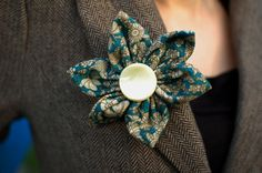 Turquoise patterned flower brooch pin