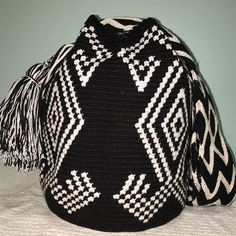 Crochet Tote, Crochet Purses, Knit Crochet, Tapestry Bag, Tapestry Crochet, Tribal Patterns, Crochet Patterns, Unique Handbags, Knitted Bags