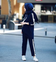 super Ideas for sport style hijab sporty look Modern Hijab Fashion, Hijab Fashion Inspiration, Look Fashion, Girl Fashion, Style Inspiration, Fashion Women, Sport Style, Sport Chic, Sport Girl