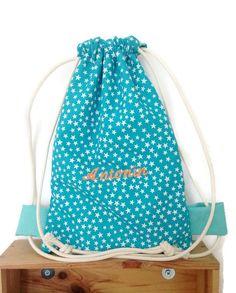 Sac à dos personnalisable enfant- broderie prénom-coton turquoise imprimé d'étoiles-doublé de coton uni-25x30c-cadeau naissance-crèche de la boutique deaconcept sur Etsy
