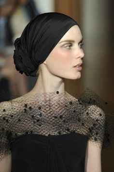 Christian Lacroix Couture Details in Black · Inspiration by Color Christian Lacroix, Couture Details, Fashion Details, Look Fashion, Fashion Black, Looks Street Style, Looks Style, Mode Turban, Turban Style