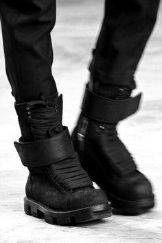 Black Hi Tops Городская Уличная Мода, Темная Мода, Высокая Мода, Мужская  Мода, 0d667a8623c