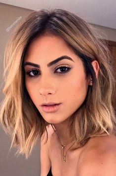 Shoulder length hairstyles are super popular. You can discover the variety of hairstyles of a medium length in this post. The post Shoulder length hairstyles are super popular. You can discover the variety of ha appeared first on Hair Styles. Popular Short Haircuts, New Short Hairstyles, Bob Hairstyles, Pixie Haircuts, Cute Messy Hairstyles, Medium Short Haircuts, Mens Hairstyles 2018, Female Hairstyles, Creative Hairstyles