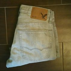 Boys American Eagle Jeans Boys light grey, factory distressed, grey, slim, straight leg, size 26/28, American Eagle Jeans. These jeans have been worn and have a faint pen mark shown in pic. American Eagle Outfitters Jeans Straight Leg