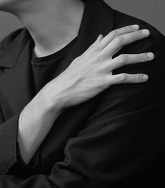 The art of black and white  by @jodyrogac #hands #bw