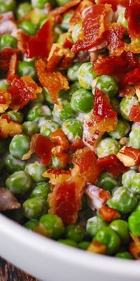 Creamy and crunchy salad with peas, bacon, and pecans - easy side dish that will go with many different kinds of meals! Not only is it a simple and delicious everyday side dish, this creamy Keto Side Dishes, Side Dishes Easy, Vegetable Side Dishes, Side Dish Recipes, Vegetable Recipes, Vegetable Salad, Turkey Side Dishes, Thanksgiving Sides, Christmas Side Dishes