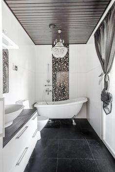 Kattokruunu ja tassuamme tuovat ylellisyyttä kylpyhuoneeseen