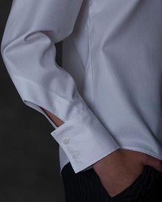 28 amazing cuff and rug design ideas .- 28 изумительных идей оформления манжеты и ру… 28 amazing cuff and sleeve design ideas - Sleeves Designs For Dresses, Sleeve Designs, Blouse Designs, Sewing Sleeves, Fashion Details, Fashion Design, Fabric Manipulation, Collar And Cuff, White Shirts