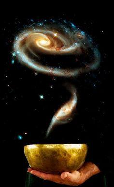 ...Porque el hombre libre ha tomado conciencia del misterio de que todo el poder del universo está en acción en la menor de las cosas, el menor de los pensamientos y la menor de las acciones...  Alan Watts  Buena noche