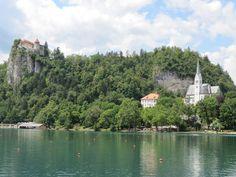 chiesa e castello del lago di Bled http://www.bambiniconlavaligia.it/destinazioni/slovenia/come-in-una-fiaba.html