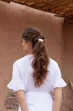Une coiffure tout en délicatesse parfaite pour les cheveux longs ! Half Ponytail, Long Hair, Hair Style, Everything, Woman