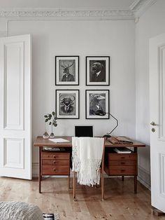 escritorio de madera / Un apartamento nórdico para gente muy casera #hogarhabitissimo