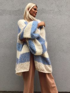 Maridruna - where luxury meets ethical responsibility through handmade knitwear and accessories. Hand Knitted Sweaters, Wool Sweaters, Girly Outfits, Fashion Outfits, Big Knits, Elegant Outfit, Autumn Winter Fashion, Fall Winter, Everyday Fashion