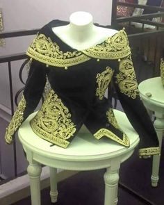 "295 Likes, 4 Comments - randa styliste (@randastyliste) on Instagram: ""#karakoualgerois_tradition_wedding_algeriandress_algerie #karakou_tenue_assimi_tradition_algérienne"""