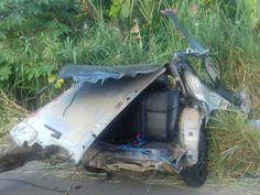 Carro colidiu com caminhão de gasolina na Bahia (Foto: Divulgação / Polícia Rodoviária Federal )