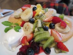 Fruits on pancake in HIroo .2014/05 http://bondi-cafe.com/