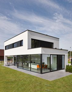 Energy efficiency: help for the economical house - Real Estate - Finances - H .Energy efficiency: help for the economical house - Real Estate - Finance - Handelsblatt - Ms. Minimalist Architecture, Modern Architecture House, Facade Architecture, Modern Buildings, Modern House Plans, Modern House Design, Facade House, House Facades, Future House