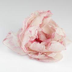 jedwabna róża  ecru z czerwienią