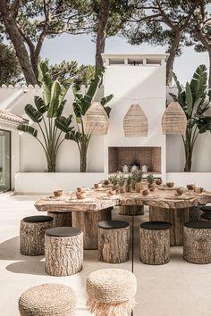 Une maison de vacances à la décoration naturelle à Marbella - PLANETE DECO a homes world Restaurant En Plein Air, Outdoor Restaurant, Home Interior Design, Exterior Design, Interior And Exterior, Mexican Interior Design, Outdoor Dining, Outdoor Spaces, Outdoor Decor