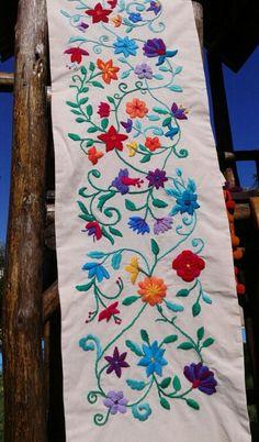 Pie de cama bordado almabohemiadeco@gmail.com Embroidery Needles, Crewel Embroidery, Hand Embroidery Designs, Mexican Textiles, Girl Photo Poses, Stitch Design, Chain Stitch, Folk Art, Diy Crafts
