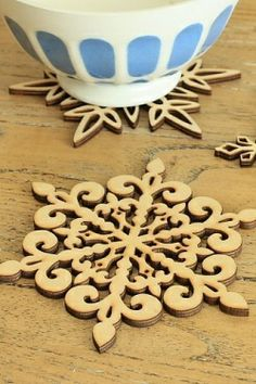 Super Cute Curved Wood Lace Cup Pad - Snow
