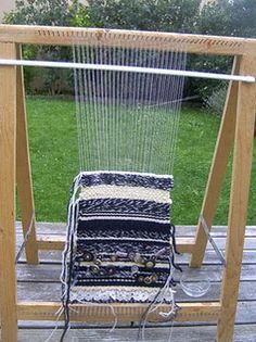 It would be great to have a rug twining loom made like this. Loom Weaving, Hand Weaving, Eagle Nebula, Le Far West, Tear, Diys, Outdoor Decor, Rag Rugs, Paracord