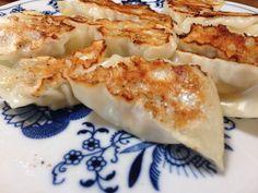 4/23 チーズ餃子 とりミンチ、青じそ、叩いた梅干しにゴーダチーズまたはスモークチーズを入れる。