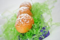 This is a special holiday recipe because not many Easter dessert recipes require deep frying. These Deep Fried Cadbury Eggs are simple to make and delicious. Best Dessert Recipes, Fun Desserts, Holiday Recipes, Holiday Treats, Easter Desserts, Yummy Recipes, Deep Fried Desserts, Cadbury Eggs, Easter Treats